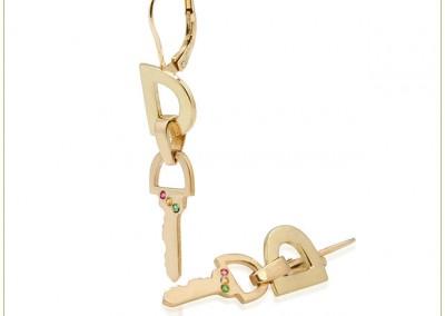 Gold-wire-earrings-Lever-Ba